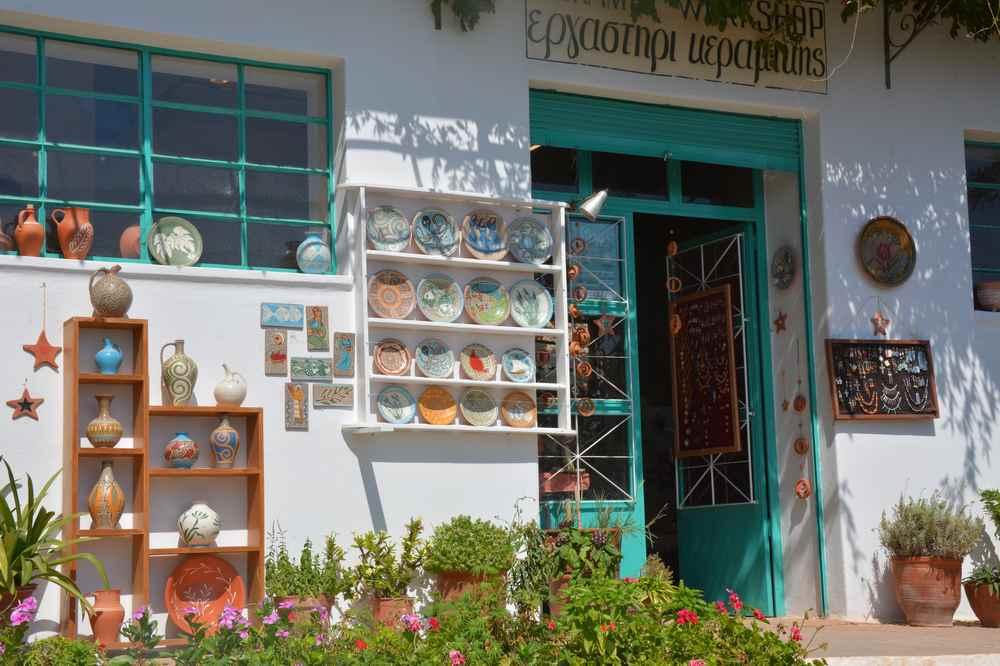 Bei den Ausflügen in Griechenland haben wir auch viele solcher kleiner Läden entdeckt.