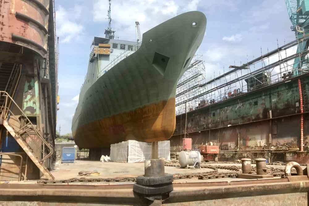 Auf unserer Hafenrundfahrt Hamburg mit Kindern kommen wir den Docks mit den großen Schiffen ganz nah