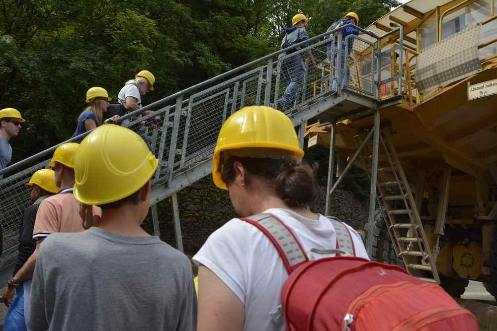 Du kommt nur über eine Treppe hinein in den Erzberg Hauly