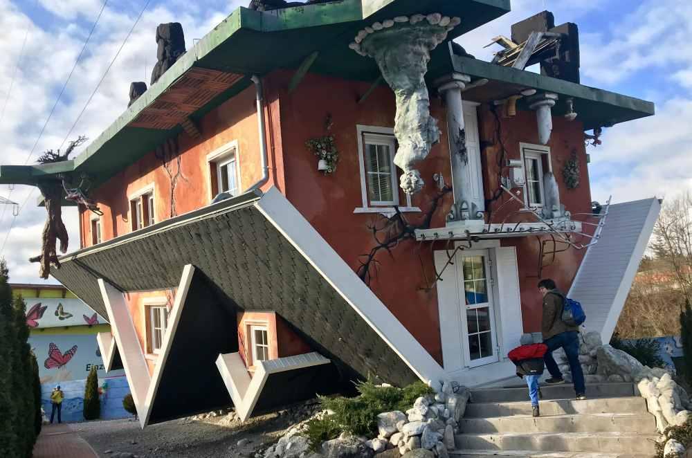 Das ist die Ansicht von außen auf das Haus am Kopf in Tirol