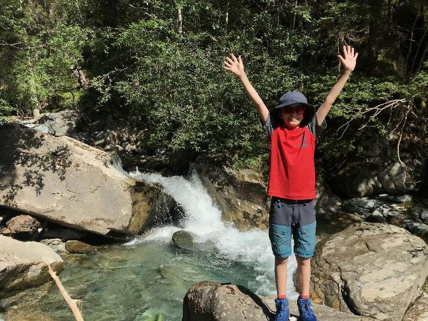 Heiligenblut mit Kindern - die Natur mit den Wasser, Wasserfällen und Gletscher macht Spaß!
