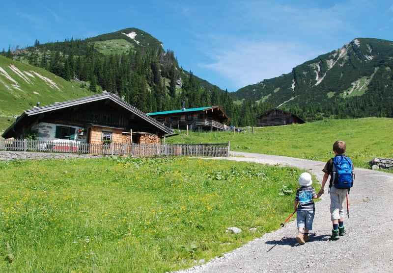 Im Heutal wandern mit Kindern zur Hochalm Heutal in den Chiemgauer Alpen