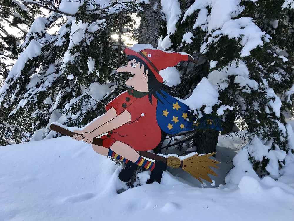Golm Skigebiet mit Kindern: Wer findet die Hexe im Hexenwald?