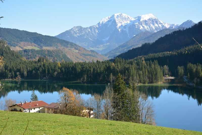 Halsalm wandern: Am Hintersee Berchtesgaden - einem idyllischen Bergsee im Nationalpark Berchtesgaden