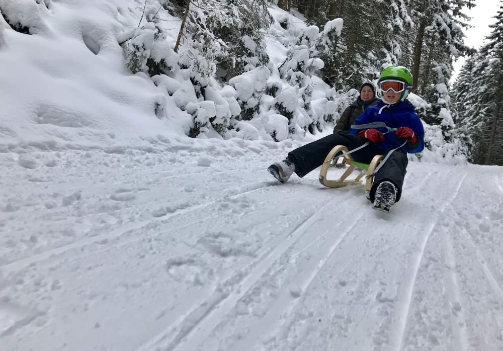 Rodeln Hoher Bogen: Winterspaß beim Schlittenfahren im Bayerischen Wald
