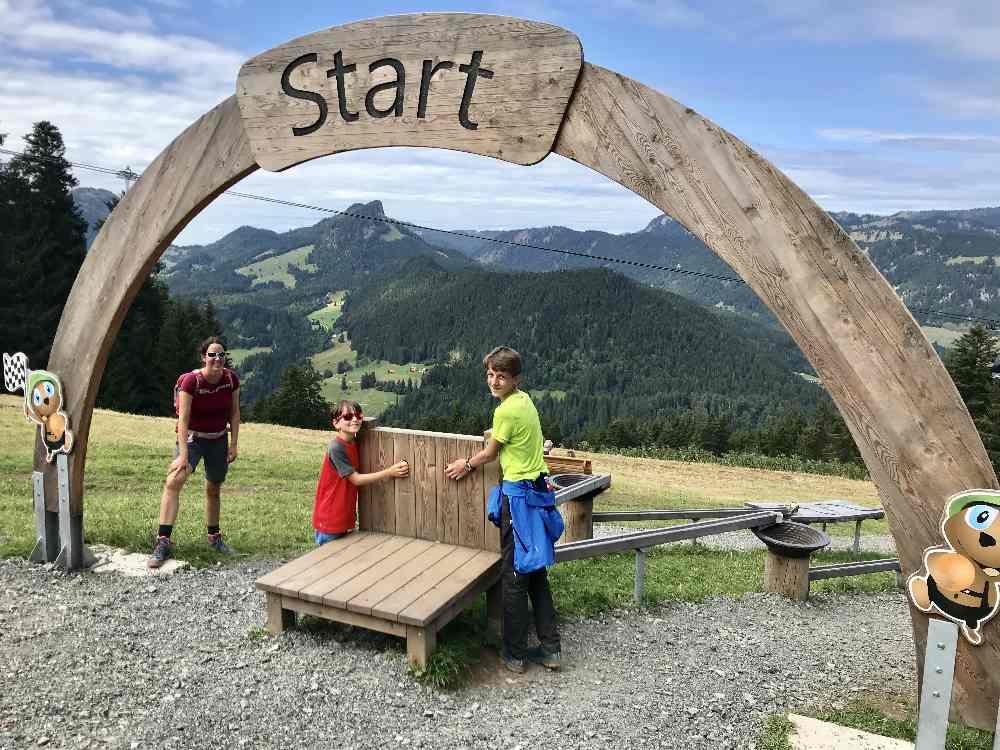 ... und los geht das Abenteuer Kugelbahn in Obersdorf am Berg