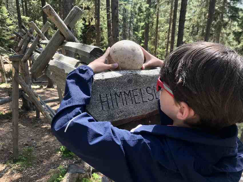 Die Himmelsleiter ist eine der Holzkugelbahnen in Tirol