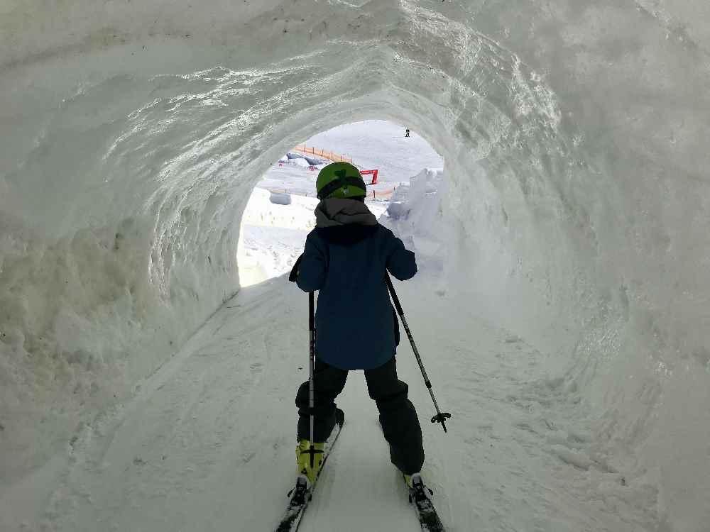 ... und durch die Eishöhle