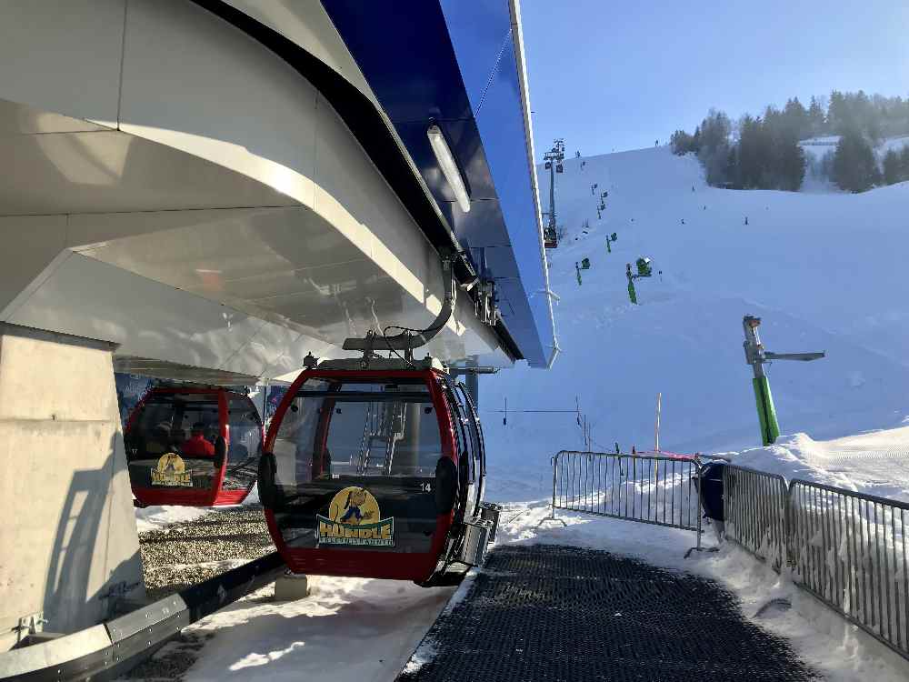 Hündle Oberstaufen: An der Talstation steigst du in die Gondel der Hündle Bergbahn