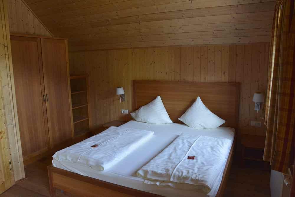 Das ist eines der drei Schlafzimmer in unserer Hütte