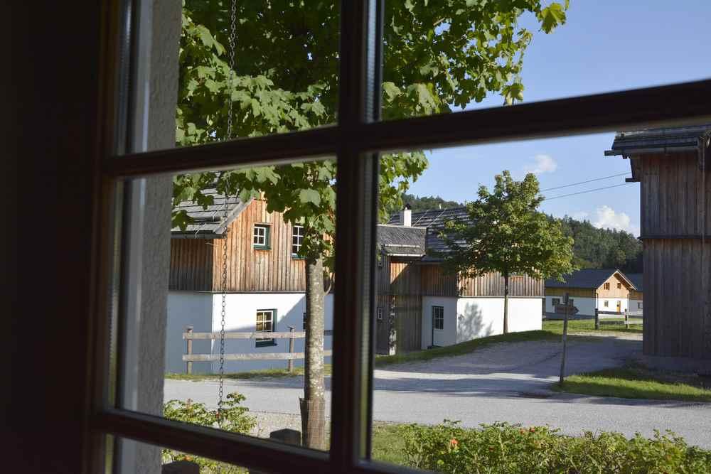 Hagan Lodge:  Der Blick aus unserem Wohnzimmer auf die anderen Hütten