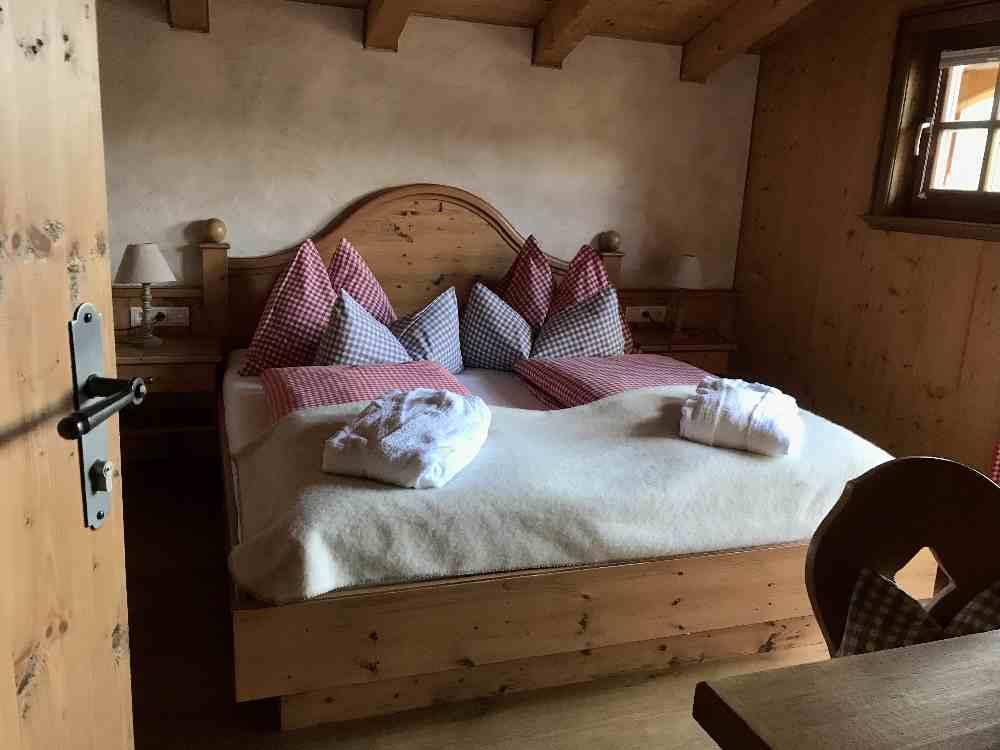 Das Almdorf Almlust in Flachau bietet Schlafen mit Almflair - samt dem Luxus unserer Zeit