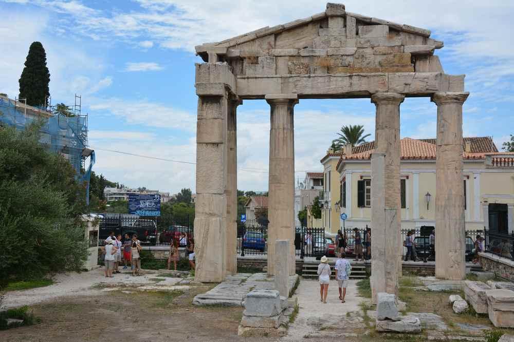 In der gesamten Altstadt von Athen gibt es viele historische Stätten zu sehen - auch von außen ohne Eintritt