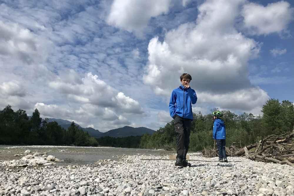 Zwischenstopp an der Isar - Spaß in der Natur für Kinder