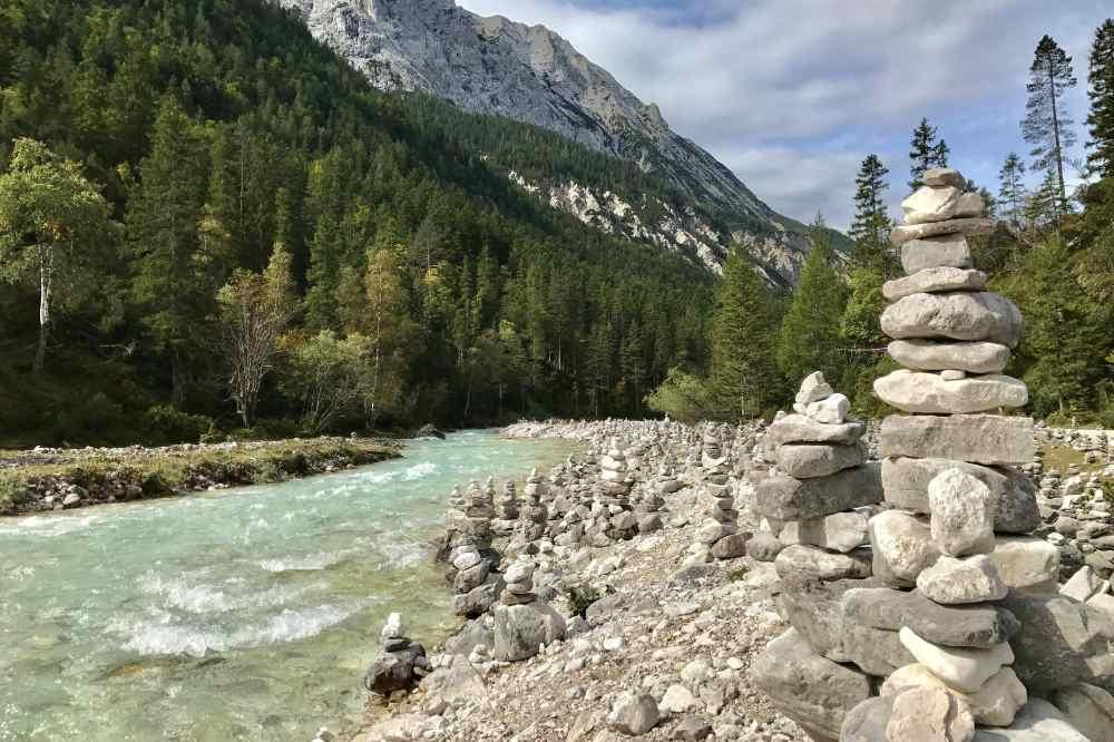 Fernradweg an der Isar : Viel schöne Natur am Isarradweg beim Isarursprung im Karwendel