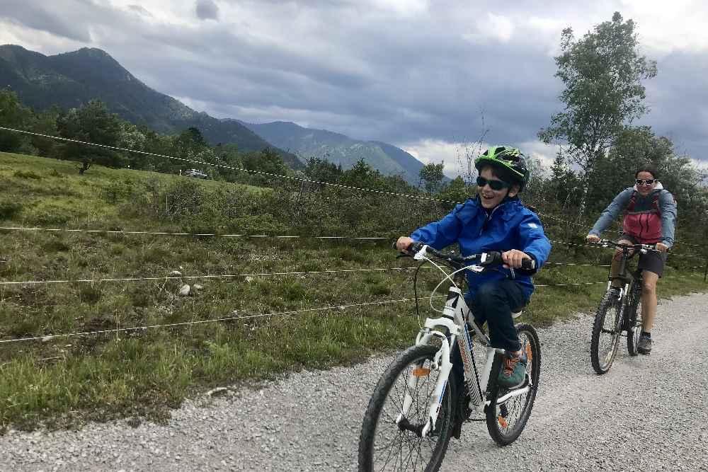 Unser Kleiner hatte richtig viel Spaß beim Radfahren auf dem Isarradweg