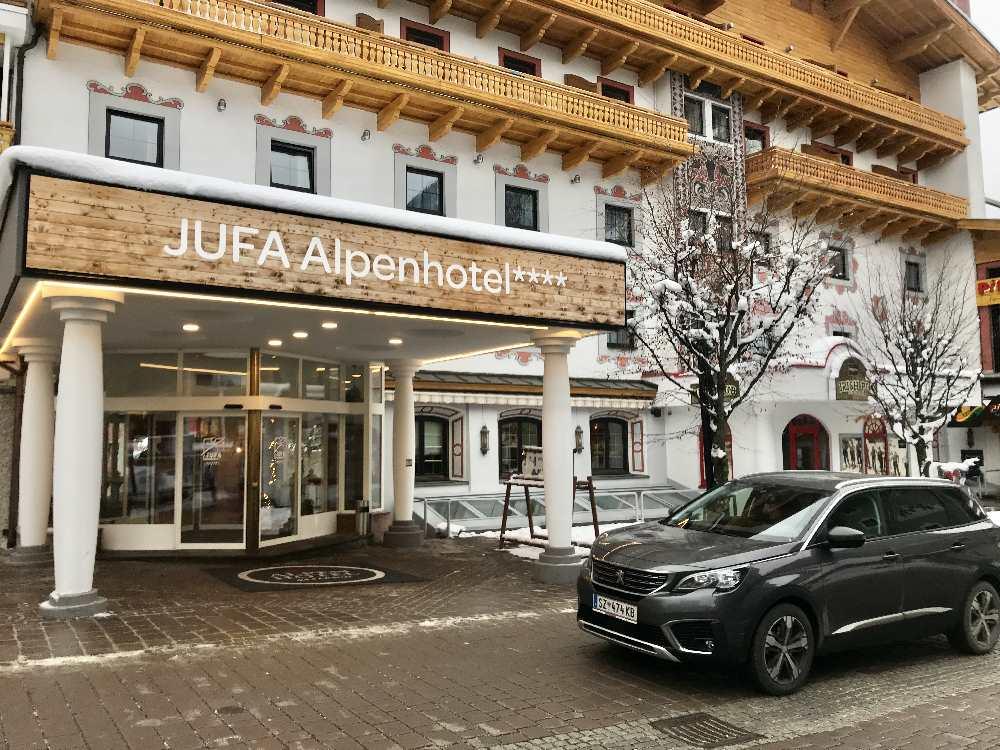 Mitten im Ortzentrum von Saalbach ist das JUFA Hotel zu finden