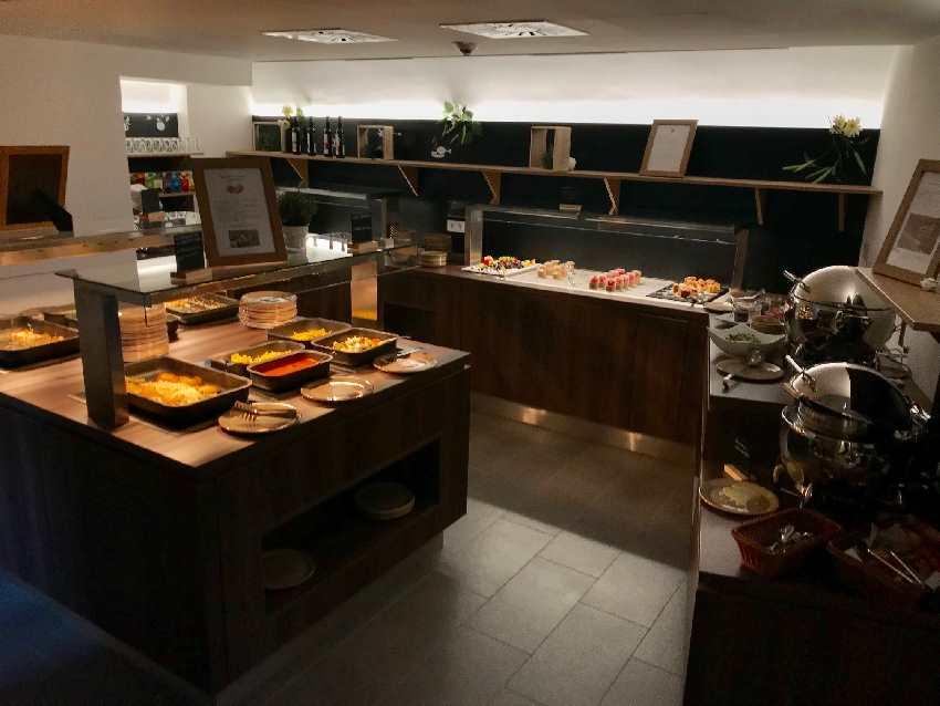 JUFA Hotel Kronach: Das schicke Buffet beim Abendessen auf der Festung Rosenberg