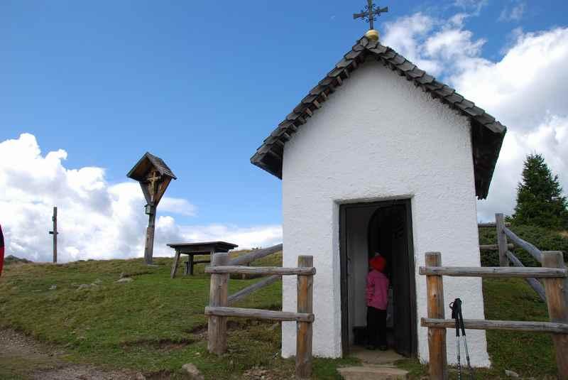 Am Jakobsstöckl in Südtirol, Familienwanderung auf der Lüsner Alm