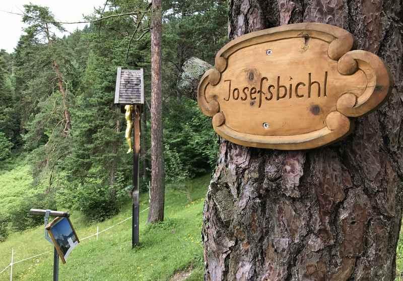 Über den Wandersteig wandern Richtung Garmisch Partenkirchen zum Josefsbichl
