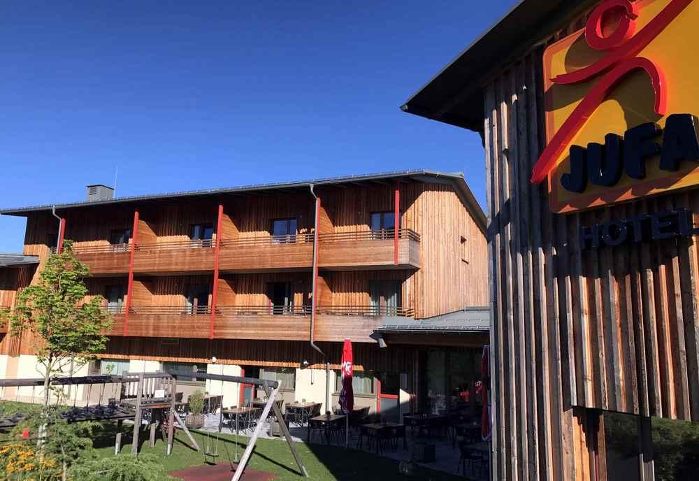 Das ist das JUFA Annaberg - in Holzbauweise