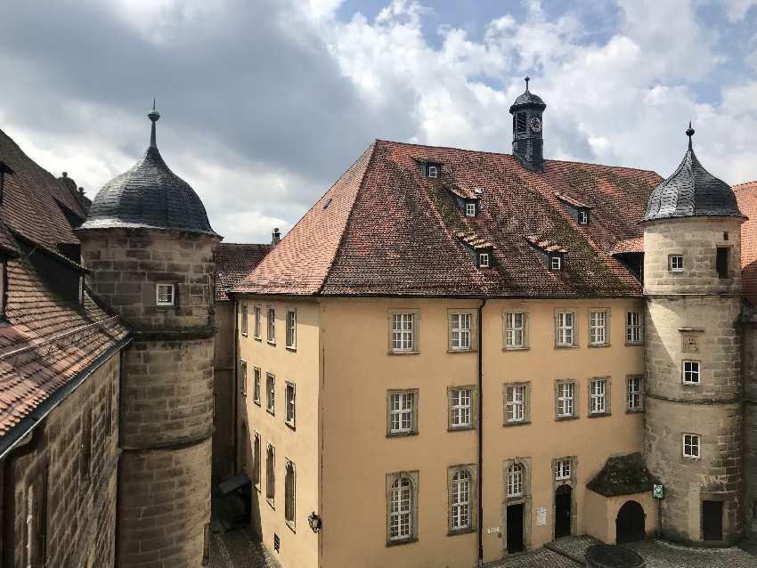 So wohnst du im JUFA Hotel Kronach: Mitten in der herrschaftlichen Festung