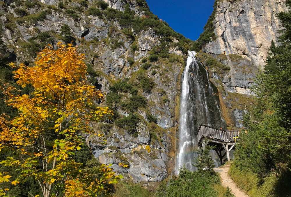 Jugendprogramm Achensee - ein Programmpunkt ist das Klettern am Dalfazer Wasserfall