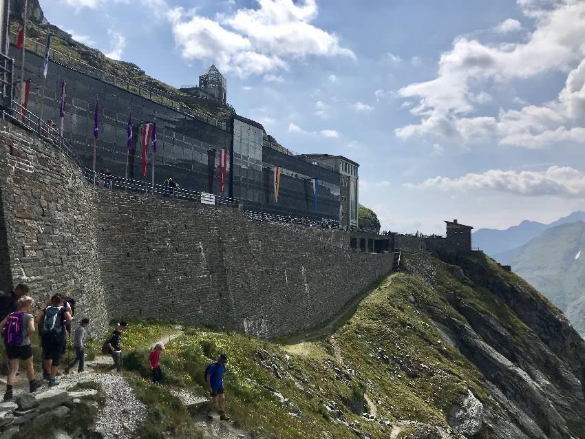 Von der Kaiser Franz Josef´s Höhe führt die Wanderung bergab