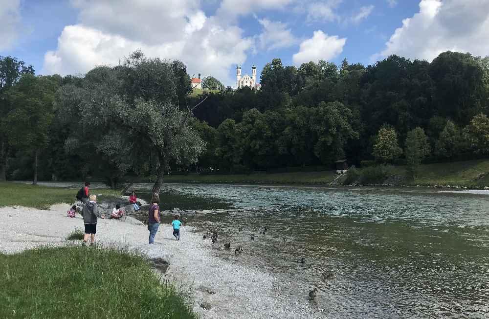 Auf den Kalvarienberg wollen wir auch hinauf - er thront über der Altstadt von Bad Tölz