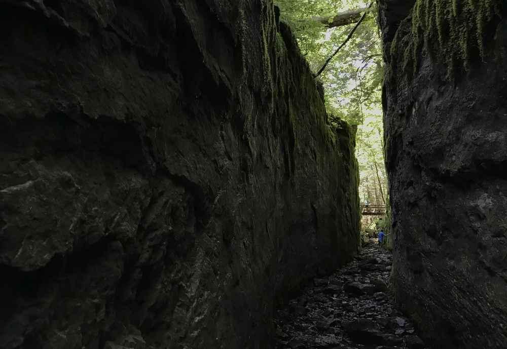 Das ist der Kanal zwischen Toplitzsee und Kammersee - in den Felsen gehauen für die Holztrift