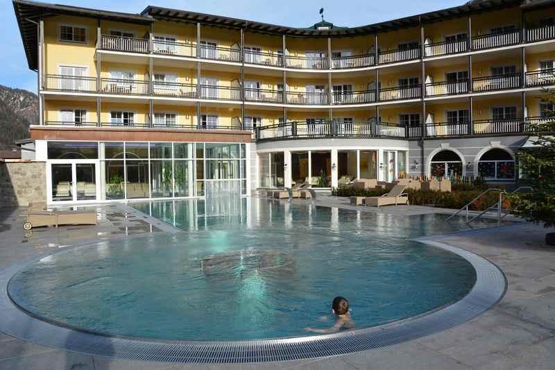 Familienhotel mit Wasserrutsche und Therme - das Familienhotel Post im Salzburgerland