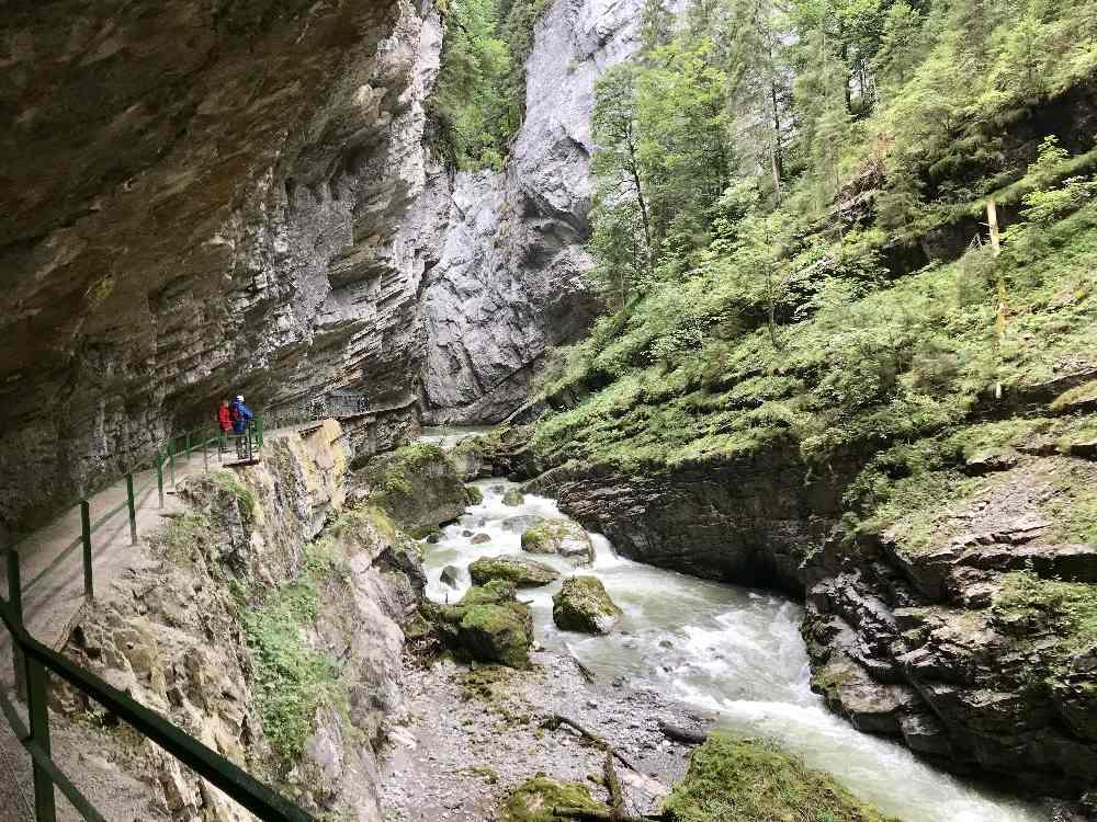 Allgäu Ausflugsziele bei schlechtem Wetter: Bei leichtem Regen gut machbar. Die Breitachklamm in Oberstdorf, im südlichen Allgäu