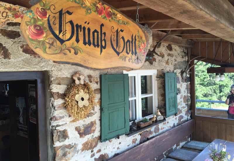 Auf die Kötztinger Hütte wandern im Bayerischen Wald