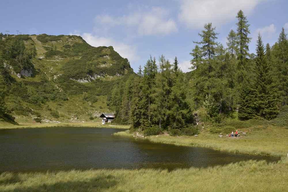 Tauplitz wandern zu See Nummer 1 auf der Sechs-Seen-Wanderung mit Kindern: Der Krallersee