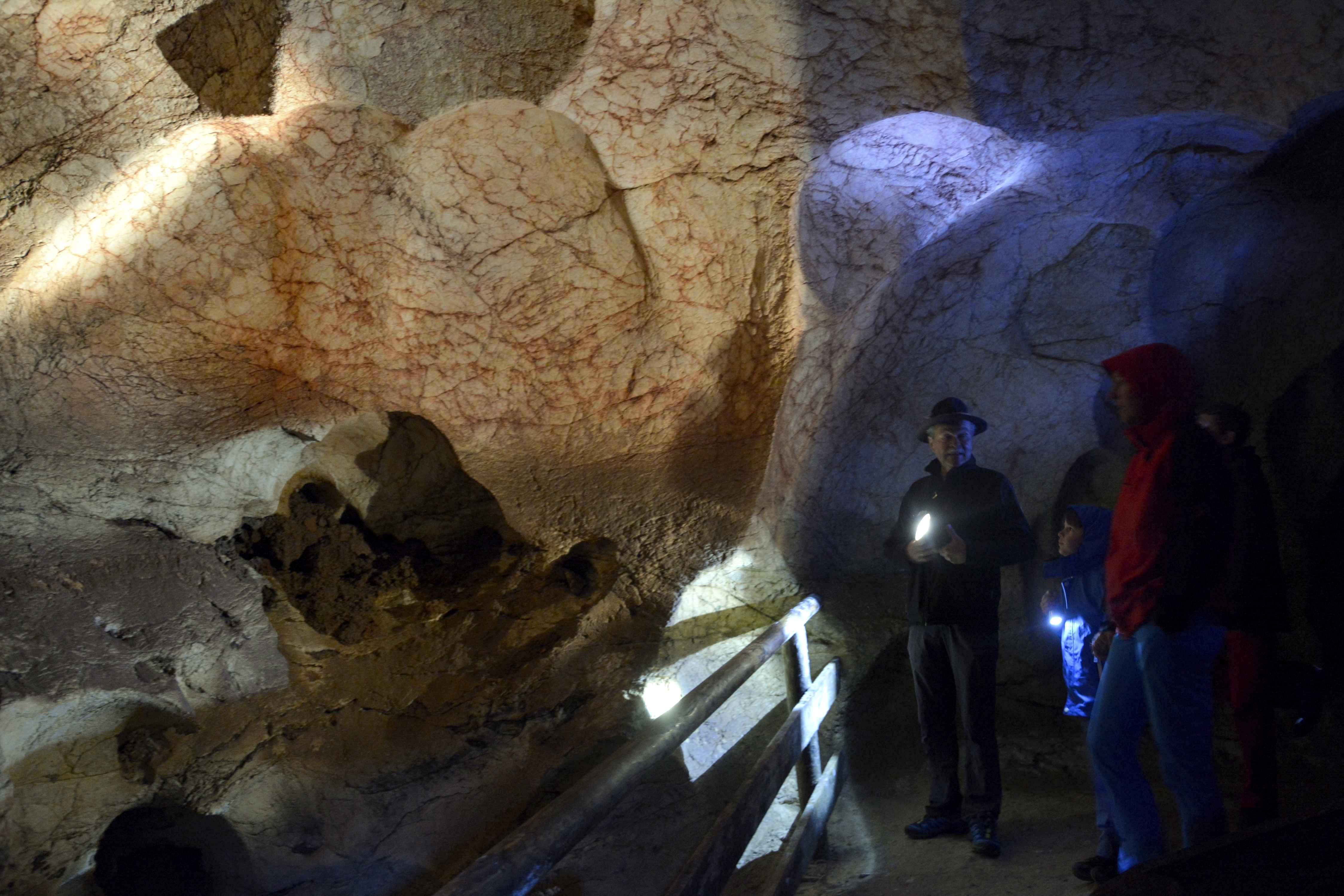 In der Kraushöhle mit Kindern - Gipskristallhöhle im Gesäuse