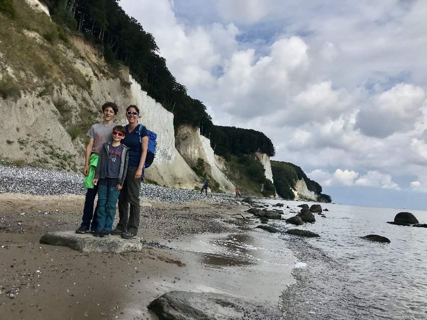 Kreidefelsen Rügen Strandweg - beim Kieler Bach kannst du am Strand bei den Kreidefelsen wandern