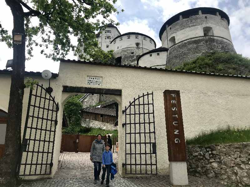 Ein Traum für Kinder: Die große Festung Kufstein mit Geheimgang und großen Türmen, die man besteigen kann!