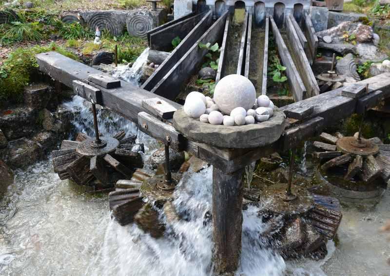 Die Kugelmühle am Beginn der Almbachklamm Wanderung