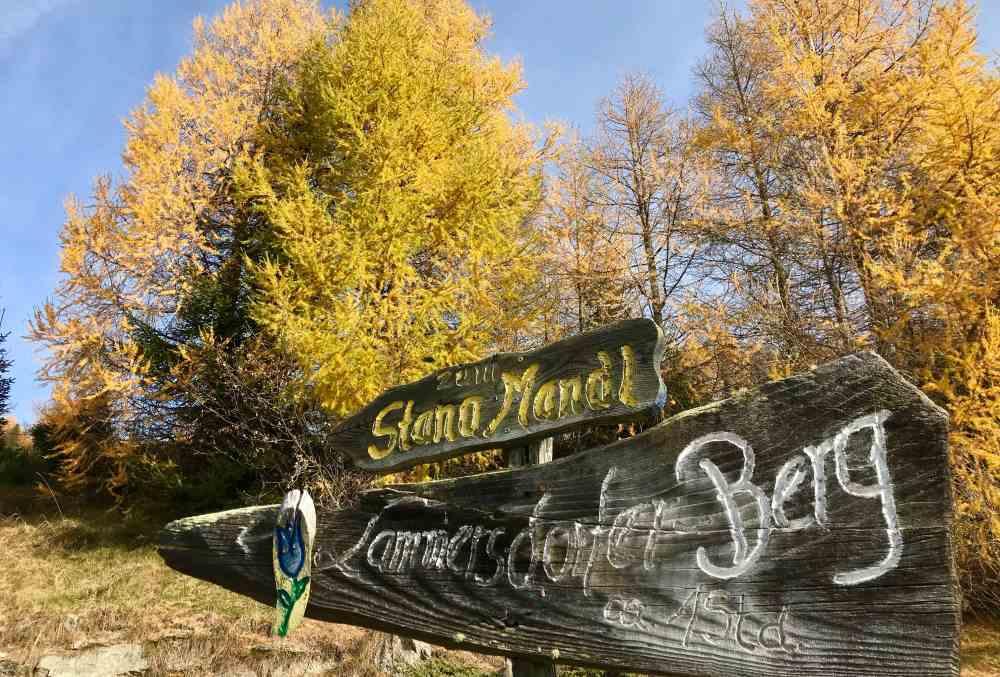 Oberhalb der Lammersdorfer Hütte folgen wir den Schildern zum Wanderweg in Richtung Granattor