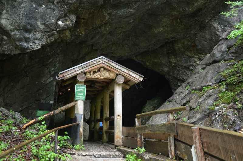Der Eingang der Lamprechtshöhle ist unscheinbar, ein Ausflugsziel mit Kindern