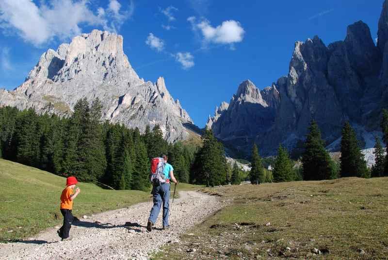 Am Langkofel wandern mit Kindern - einer der schönsten Berge in den Dolomiten