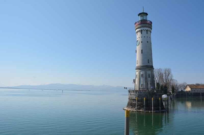 Auf dem Leuchtturm Lindau mit Kindern hinaufsteigen, das Wahrzeichen von Lindau am Bodensee