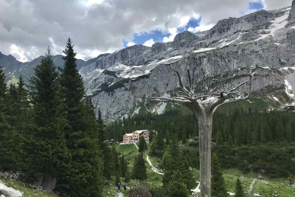 Gleich daneben liegt die Lindauer Hütte - in Sichtweite der Drei Türme