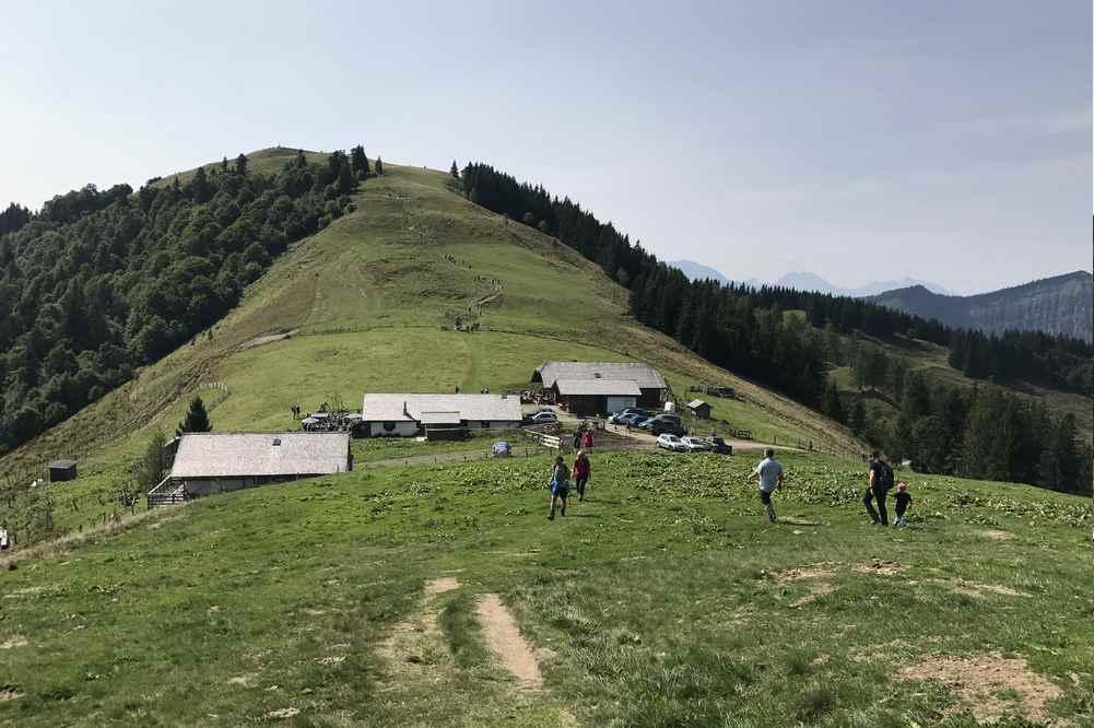 Der Blick auf die Loibersbacher Höhe, wo man mit Kindern Kindern noch wandern könnte
