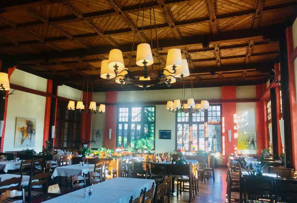 Hier wird gegessen wir zu Kaisers Zeiten - Luxus Familienhotel am Millstätter See