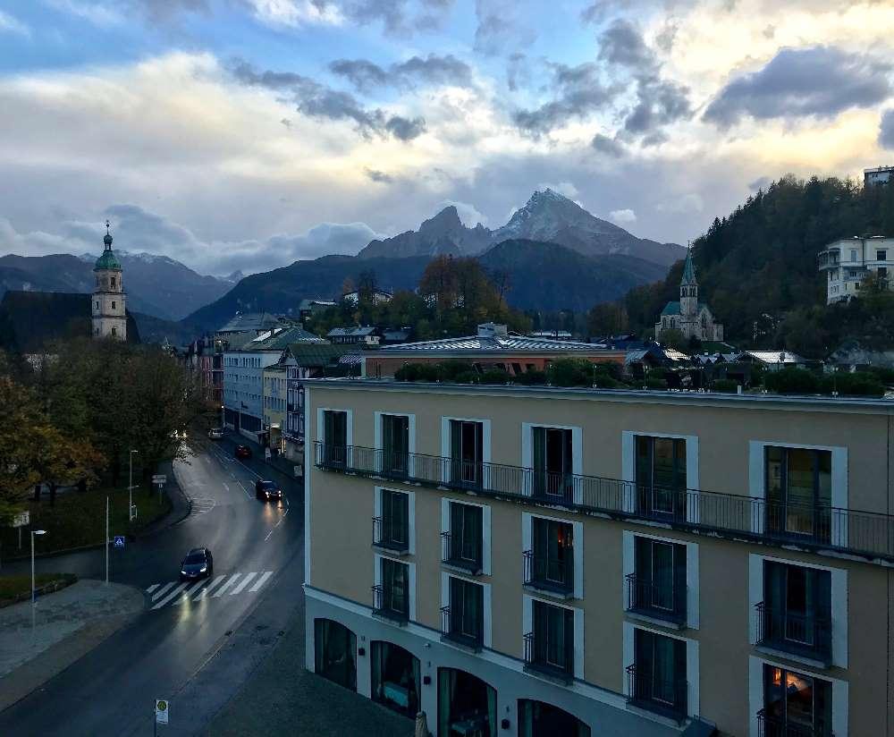 Der Blick vom Luxus Familienhotel auf den Watzmann und die Berchtesgadener Alpen