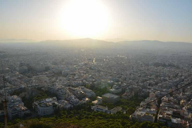 Der Lycabettos Hügel in Athen ist der Treff am Abend für Athener und Urlauber