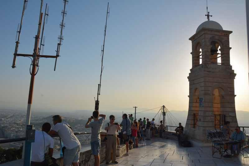 Wunderbar: Am Lycabettus Hügel beim Sonnenuntergang über Athen