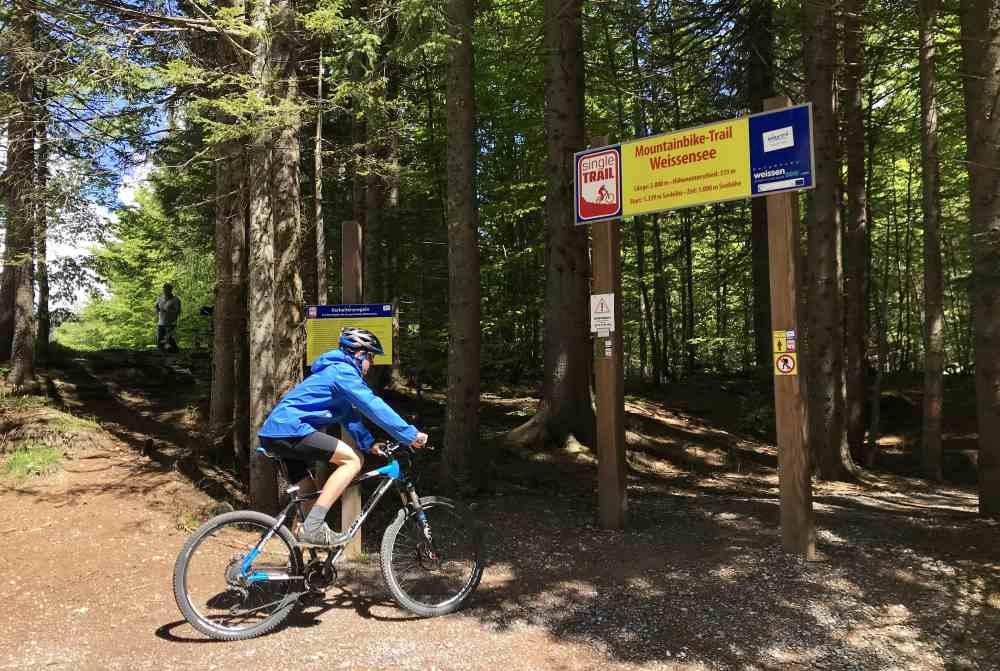 Der Anfang vom Mountainbike-Trail am Weissensee in Kärnten