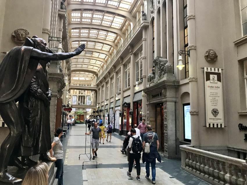 Eine Flaniermeile wie in Paris - mit dem bekannten Faust Denkmal
